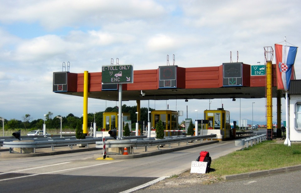 06 pay tolls